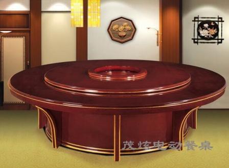 餐桌设计的图案也要传统的比较协调